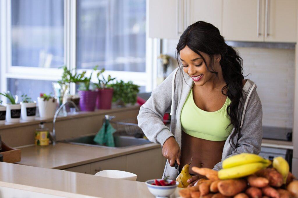 Healthy-girl-preparing-food